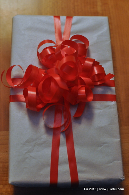 12 Days of Gift Wrapping: Curling Ribbon Tip